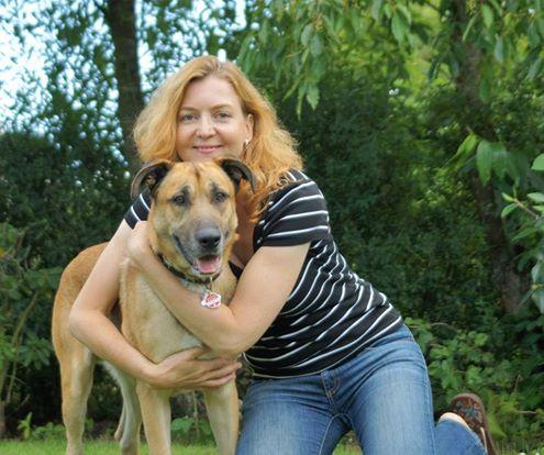 Flugbegleiterin mit Hund