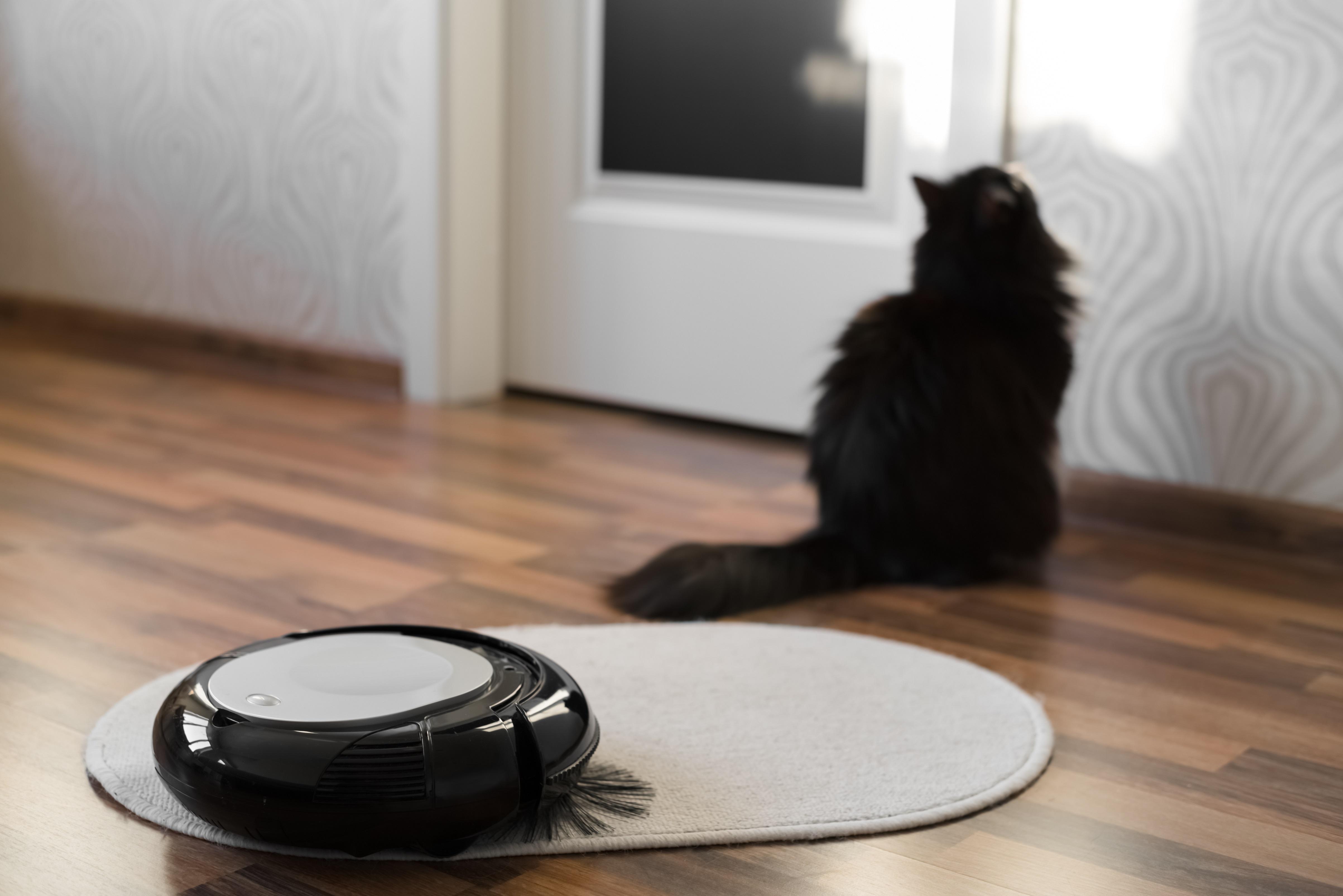 praktischer saugroboter f r tierhaare. Black Bedroom Furniture Sets. Home Design Ideas