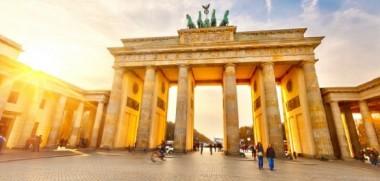 Artikelbild_Berlin_Brandenburger_Tor_Sonnenschein_2-585x390