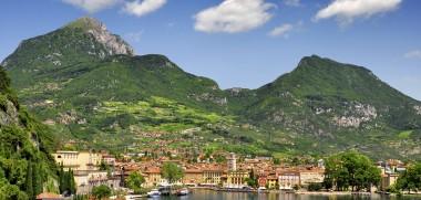 Gardasee Riva del Garda iStock_000023361138_Large