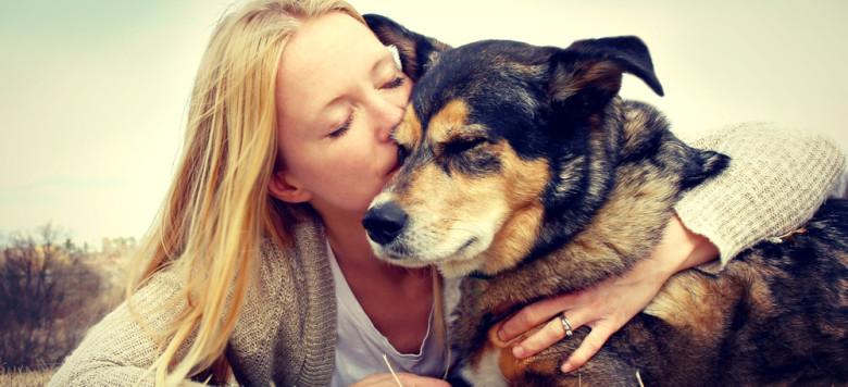Frau Hund Kuss